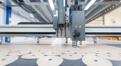 Schauen Sie an, wie die PTFE-Zwischenlagen zur Herstellung von Schleifscheiben hergestellt werden